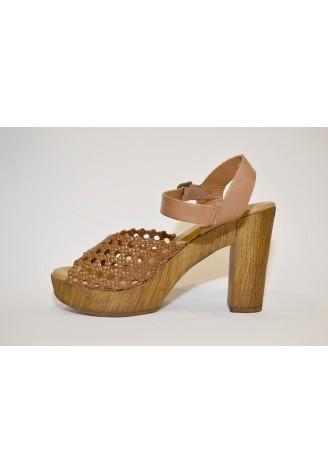 Sandalia de piel trenzada