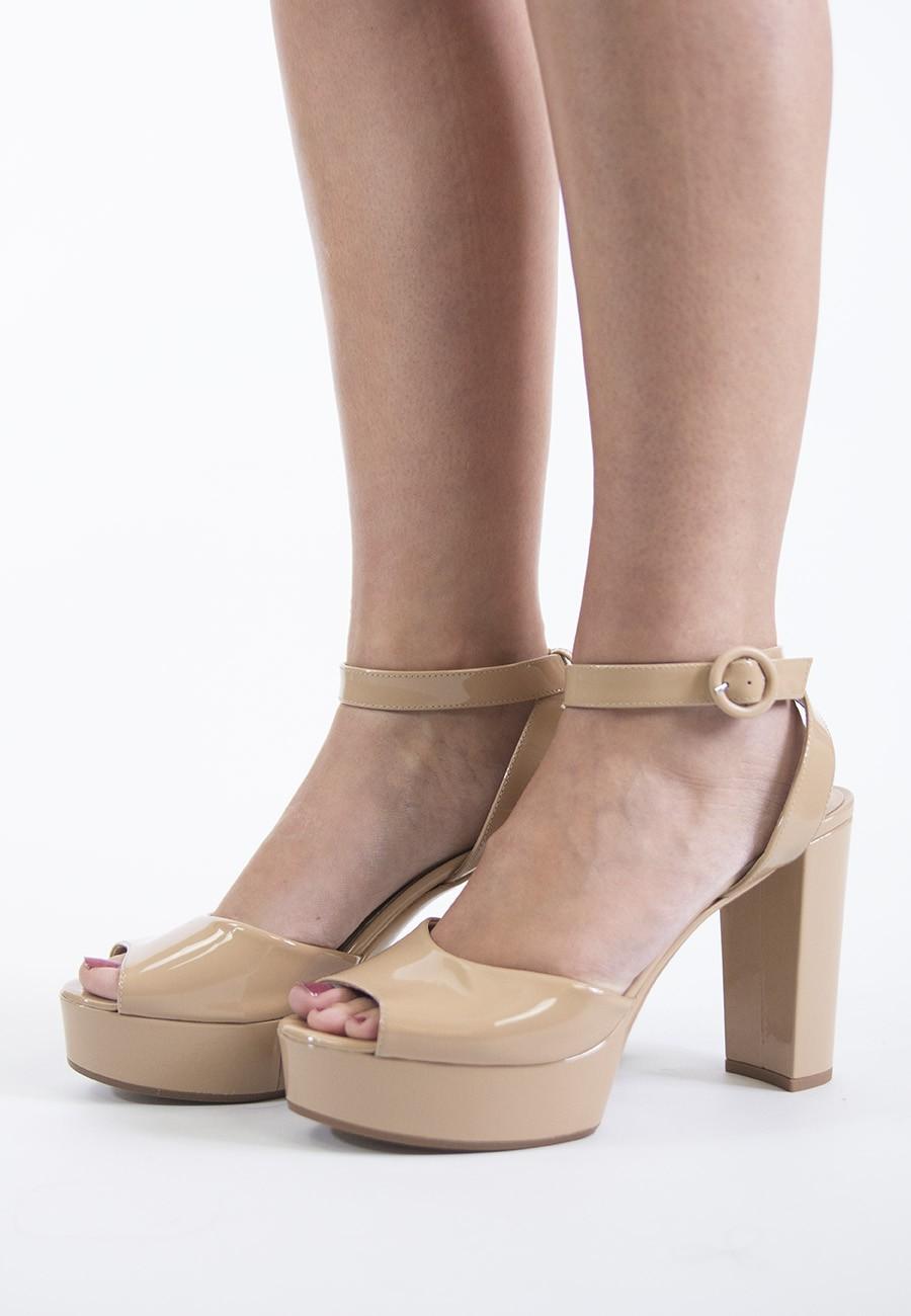 Sandalia plataforma maquillaje