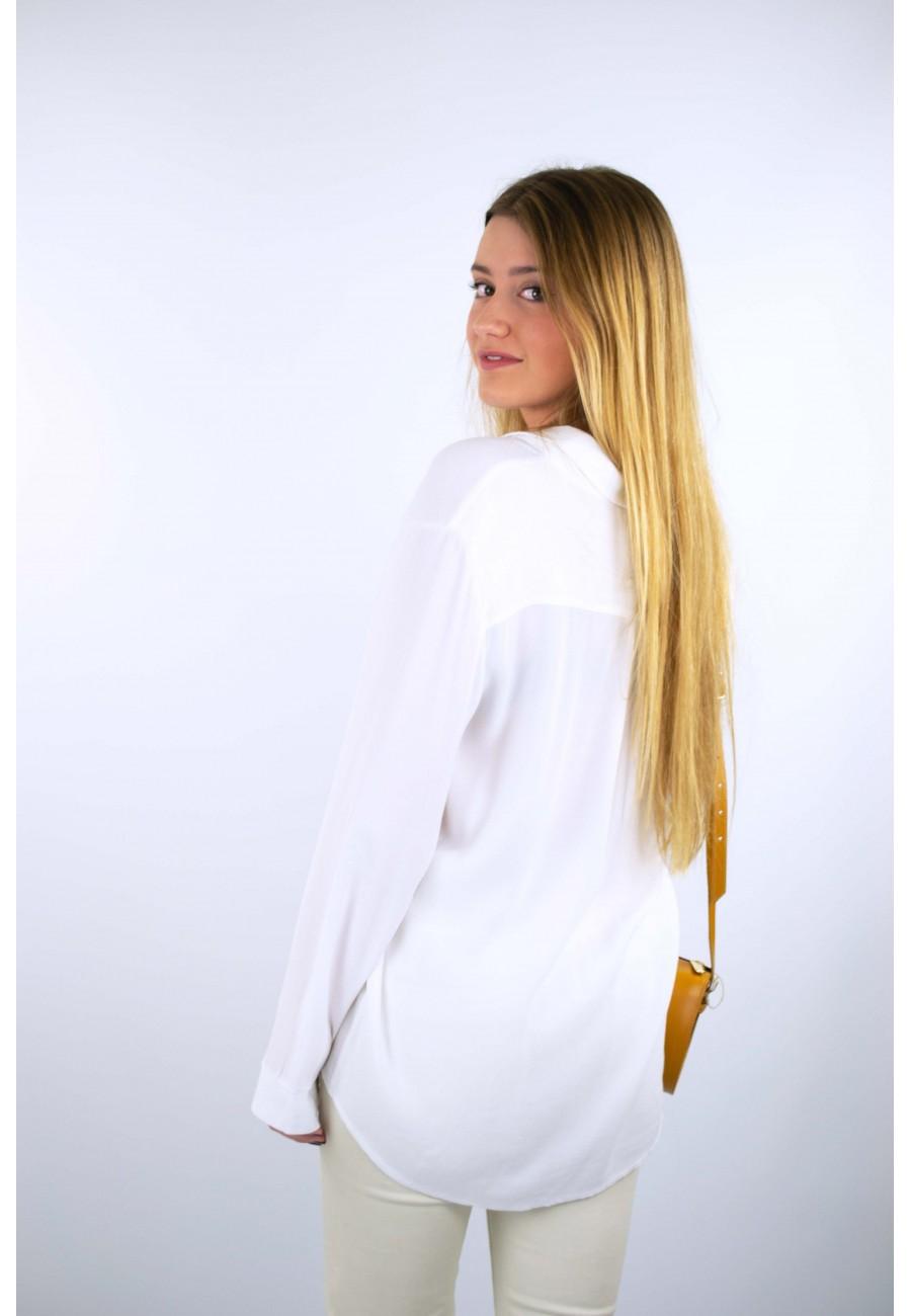 Camisa blanca bolsillos